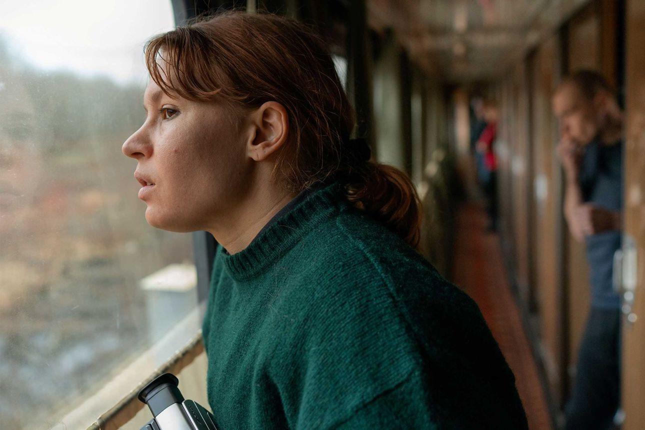 Seidi Haarla näytteli Hytti nro 6:n pääroolin pelkojen läpi - onneksi kuvaaja näki hänet kauniina ja rakastettavana