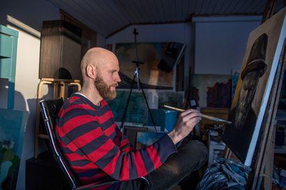 """Limingan Niittomiesten salibandyvalmentaja Harri Naumanen on myös kuvataiteilija, joka miettii maaleja ja siveltimenvetoja: """"Jos ihmiset ovat vain kuplissaan, syntyy helpommin ennakkoluuloja"""""""