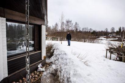 Rovaniemen Saarenkylä varautuu jo tulvaan – Hannu Lukkarila aikoo vetää tuplamuovin talonsa ympärille