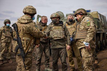 Venäjä uhittelee Ukrainaa kasaamalla hyökkäysjoukkoja rajan pintaan – Näin asiantuntijat arvioivat Putinin tavoitteita