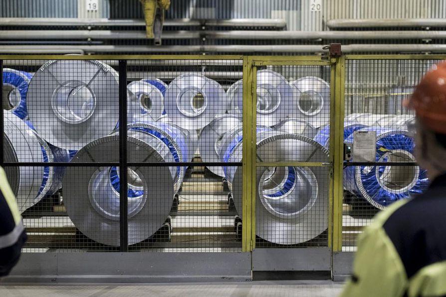 Yhdysvaltain presidentti Donald Trump ilmoitti viime viikolla aikovansa lisätä tuontitullit USA:han tuotavalle teräkselle ja alumiinille. Yhdysvallat on maailman suurin teräksen vastaanottajamaa. Teräsrullia SSAB:n tehtaalla Hämeenlinnassa.