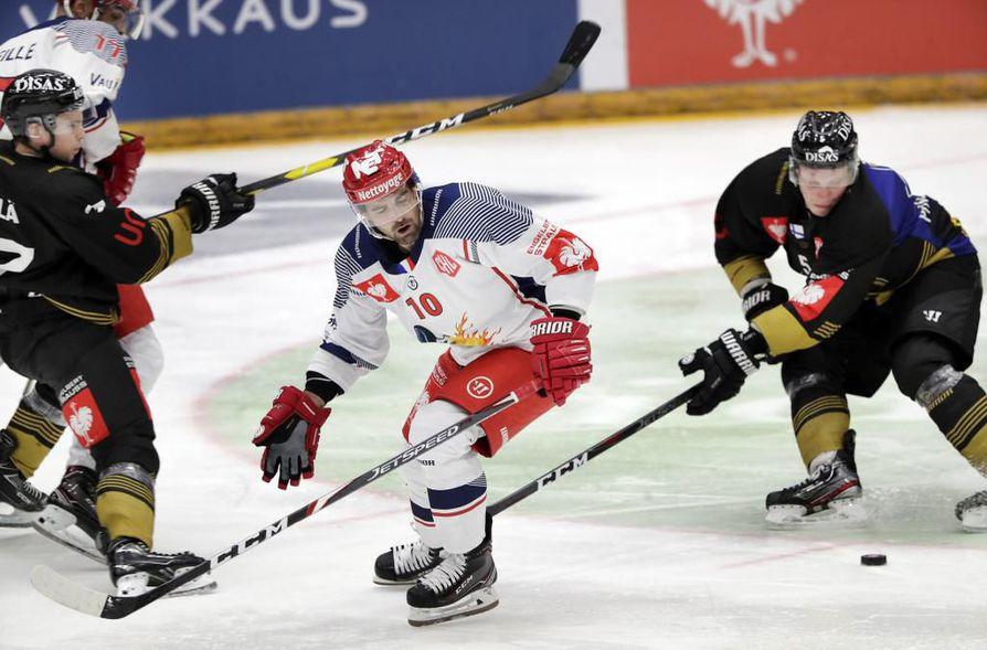 Päävalmentaja Mikko Mannerin mukaan Kärppien viimeistely ei ollut toivotulla tasolla. Oululaisjoukkue voitti silti kauden avausottelun.