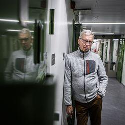 Pipopäisen pojan sanaton pyyntö ja lohduton loppu jäivät vaivaamaan Rovaniemellä työskennellyttä rikostutkijaa – pitkän poliisiuran tehnyt Martti Karjula puhui muistonsa kirjaksi