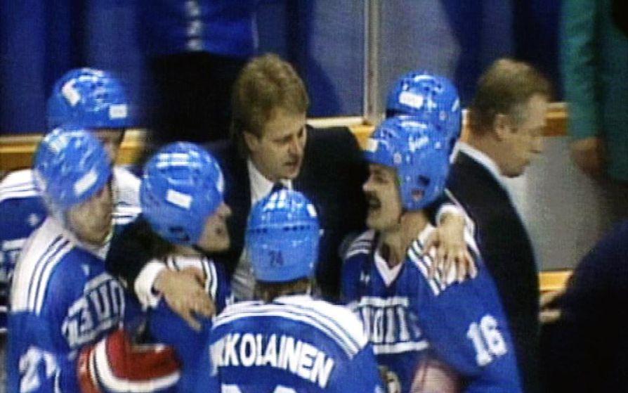 Suomen Leijonien päävalmentaja vuoden 1988 talviolympialaisissa Kanadassa oli Pentti Matikainen.