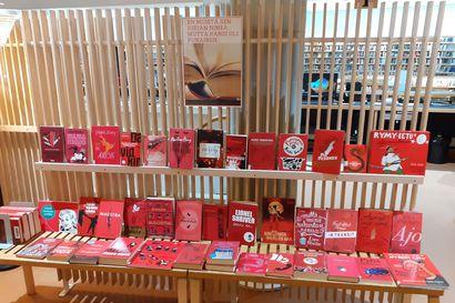 """""""En muista sen kirjan nimeä mutta kansi oli punainen..."""" – Rovaniemen kirjaston pöydästä tuli somehitti"""