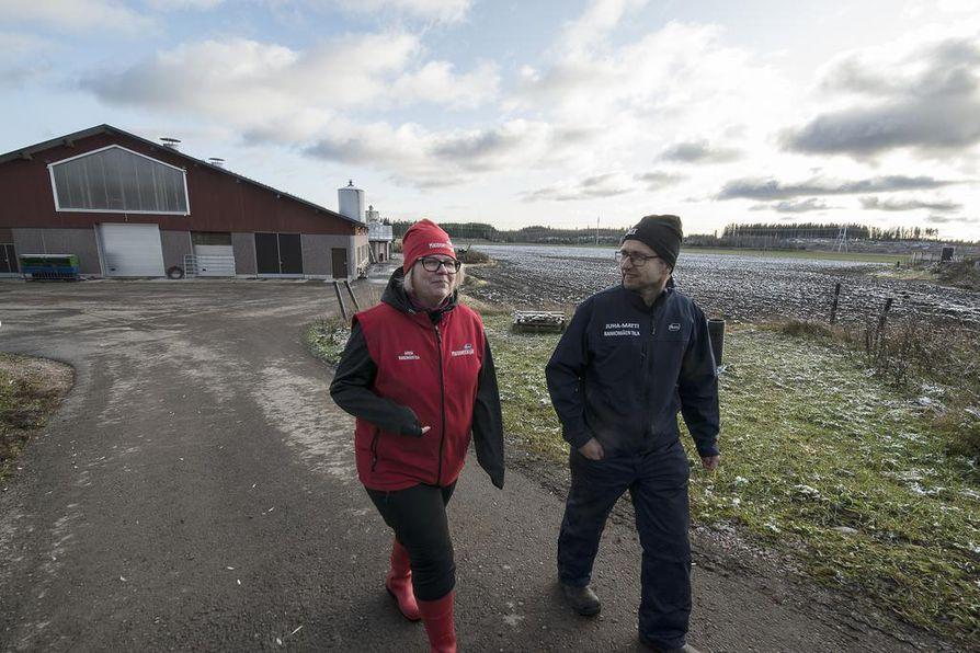 Maatalousyrittäjät Minna ja Juha-Matti Laiho vannovat maito- ja kaurapohjaisten tuotteiden nimeen. – Pääasia, että on kotimaista, he sanovat.