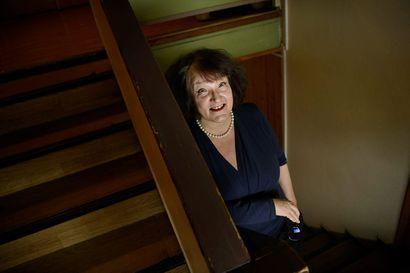 Monika Fagerholm eli romaania kirjoittaessaan vuoden ajan hernekeittolounailla, jotka hän haki Lidlistä työviikoksi kerrallaan