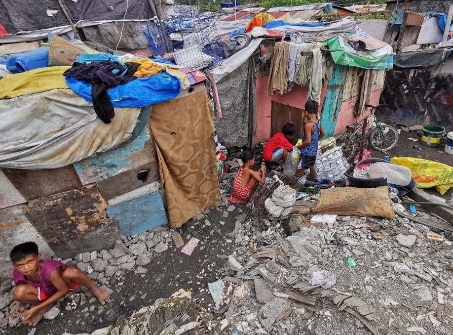 Trooppiset myrskyt iskevät usein köyhiin maihin, joissa valmius hillitä ihmisuhreja on heikko. Lapset valmistautuivat tällä viikolla trooppisen Ramon-myrskyn saapumiseen Filippiinien Manilassa.