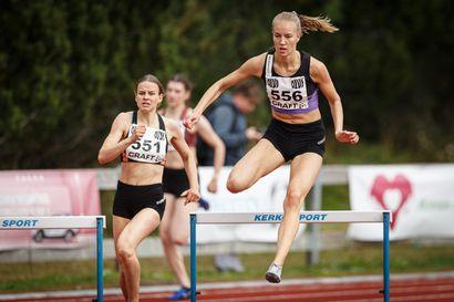 Mette Baas ja Johanna Peiponen urakoivat Ruotsi-ottelussa