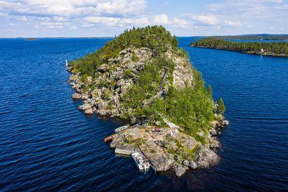 Inarijärven jylhä Ukonsaari on saamelaisten tunnetuin pyhä paikka Suomessa – Turistit ovat kavunneet saaren laelle jo vuosikymmeniä, mutta nyt se saattaa loppua