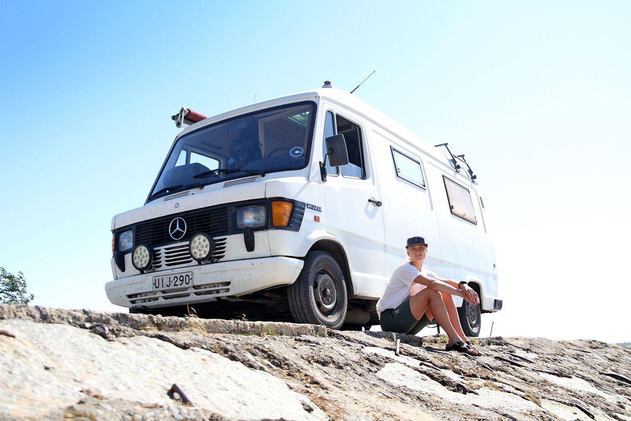 """Oululainen Henna Palosaari remontoi itselleen kodin pakettiauton takatilaan – """"Tämä vapaus on ihan mahtavaa"""""""