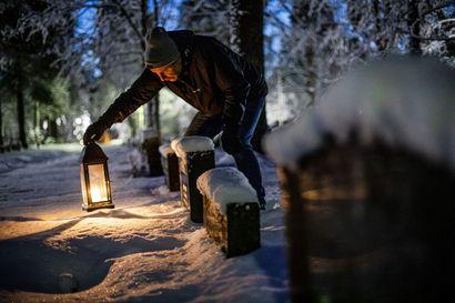 Suosittu jouluperinne aiheuttaa myös paljon jätettä – Lapin hautausmailta kerätään keväisin kuutioittain haudoille tuotuja kynttilöitä