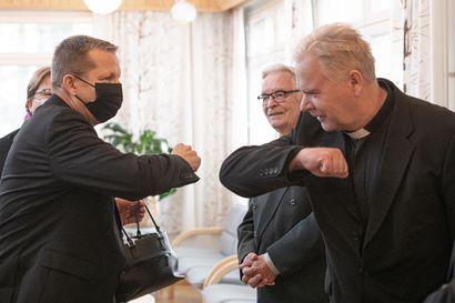 """""""Kotoisa seurakunta, jossa kirkkoon kuulumisaste on korkea""""– Piispa Jukka Keskitalo sanoo haasteita Posion seurakunnassa puolestaan tuottavan väen väheneminen ja talous"""