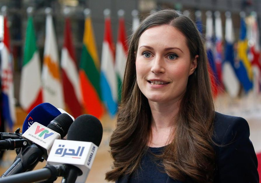 Pääministeri Sanna Marin sai valtavan mediahuomion saapuessaan ensi kertaa EU-pääministereiden kokoukseen Brysseliin.
