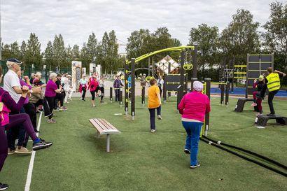 """Nyt hiki virtaa! Rovaniemen kaupunki on järjestänyt kesän aikana maksuttomia ulkotreenejä ikäihmisille – """"Keväällä osa sulkeutui kotiinsa ja liikkuminen lakkasi kokonaan"""""""