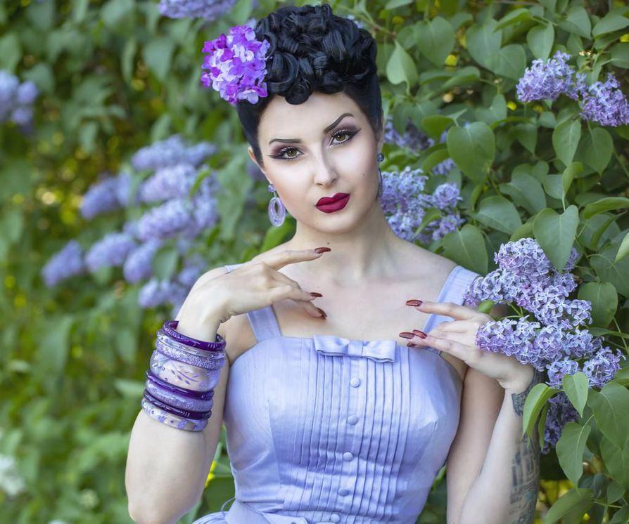Ida Braggen kauneimmat kesäpäivät kuluvat pin up -kuvauksissa.