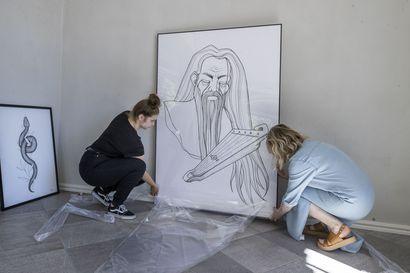 """Oululaistaiteilija Marianne Kauppila kuvitti Suomen kansalliseepoksen ammentaen groteskista estetiikasta: """"Kalevalan kuvasto ei ole mitään keijupölyä"""""""