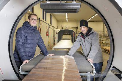 Koronakevät yllätti, kun Euroopan tehdas ilmoitti sulkevansa klo 12 – kiiminkiläinen Doorway perusti kertarysäyksellä oman nosto-ovia tuottavan tehtaan