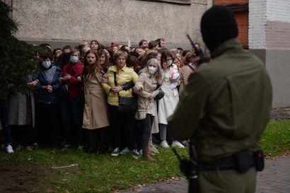 """""""Lukashenko sanoi haluavansa kehittää Valko-Venäjää pohjoismaiseen suuntaan"""" – Haavisto mukana tuomitsemassa väkivallan"""