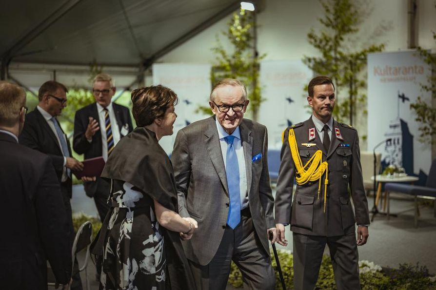 Martti Ahtisaari uskoo YK:n pystyvän parantamaan maailmaa, vaikka haasteet ovat kovia.