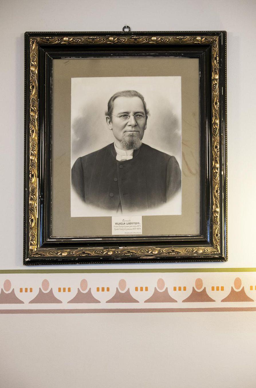 Rovasti Wilhelm Lindstedt oli Oulun suomalaisen lyseon ensimmäinen rehtori ja perustaja.