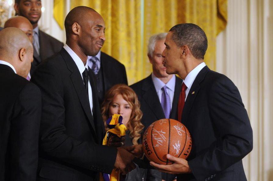 Presidentti Barack Obama tapasi Bryantin muun muassa tammikuussa 2010 onnitellessaan häntä vuoden 2009 mestaruudesta.