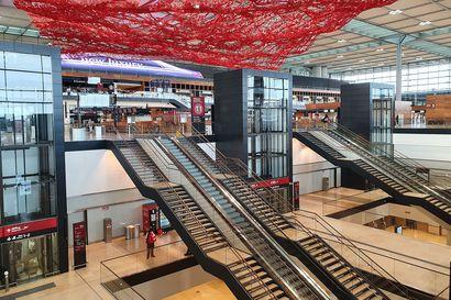 Toimittajamme pääsi tutustumaan Berliinin uuteen lentokenttään, joka avataan viimein lauantaina yhdeksällä vuodella viivästyneiden rakennustöiden jälkeen – katso kuvat