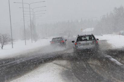 Tieliikennekeskus varoittaa: Ajokeli muuttuu iltapäivällä Lapissa surkeaksi, taivaalta tulee räntää ja lunta