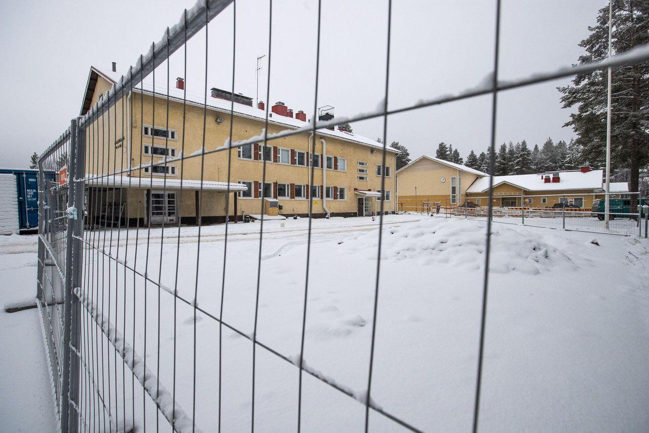 Alakorkalon koulun öljyvahinko paisuu Rovaniemellä – Rakennuksen purkaminen edellyttää suojelun purkamista
