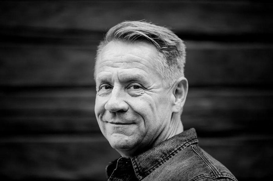 Laulaja Olli Lindholm kuoli tiistain vastaisena yönä.
