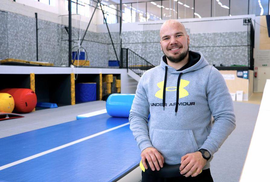 Reeniksen testannut Joona Ylilehto suosittelee paikkaa etenkin koordinaatio- ja kehonhallintakyvyn parantamiseen.