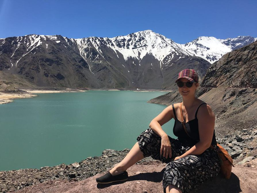 Tekojärvi Embalse de Yeso sijaitsee noin 1,5 tunnin ajomatkan päässä Santiagosta Andeille.