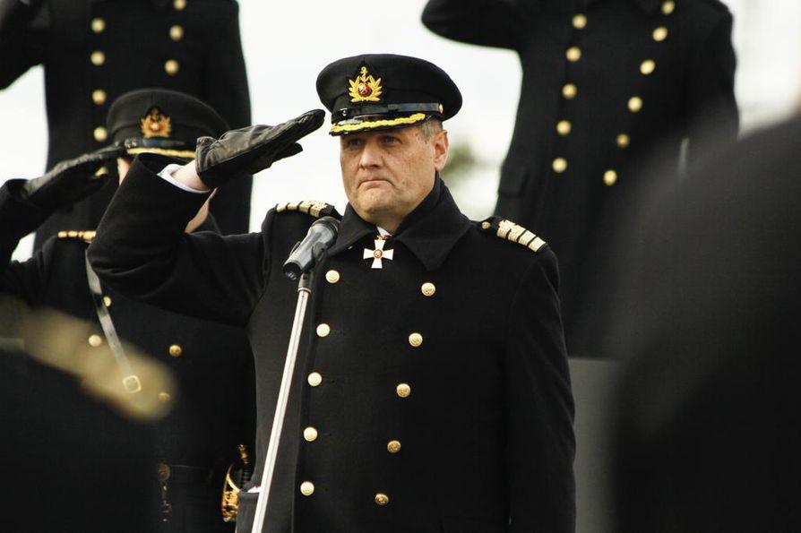 Lippueamiraali Timo Hirvonen on ollut esitutkinnan kohteena. Asiaa on tutkittu virkavelvollisuuden rikkomisena.