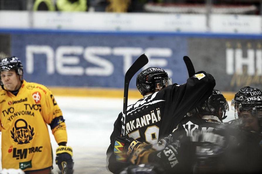 Kärpät palasi Raksilassa lauantaina voittojen tielle perjantain Sport-tappion jälkeen kaatamalla Rauman Lukon kotona lukemin 3-0.