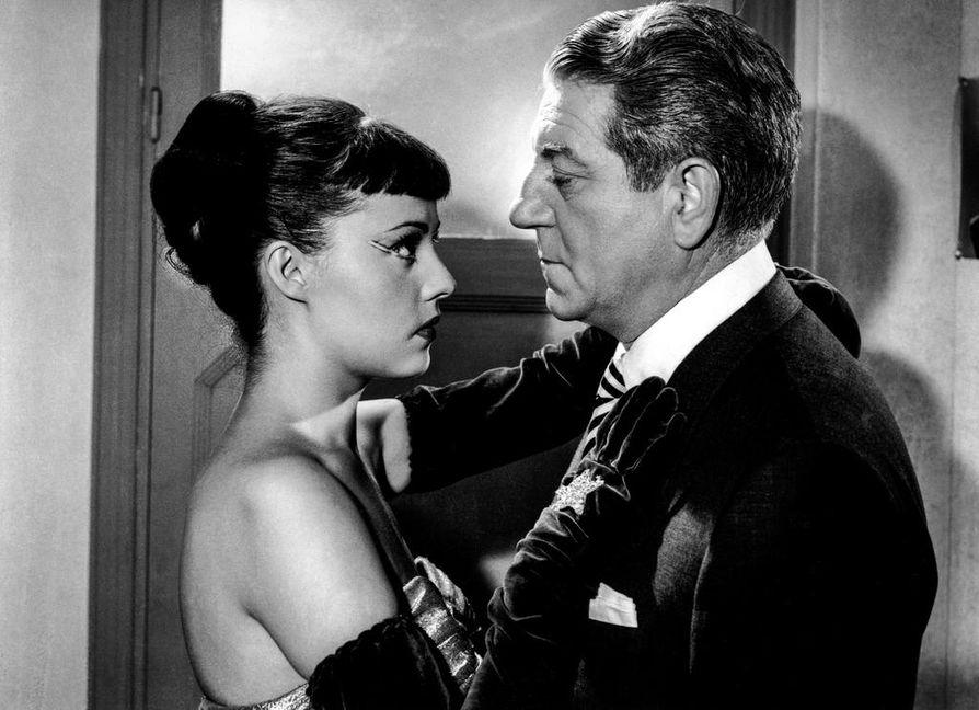 Josy (Jeanne Moreau) ja Max le Menteur (Jean Gabin) ovat nuori tähdenalku ja eläkkeelle haluava gansteri klassikkoelokuvassa Älkää koskeko...