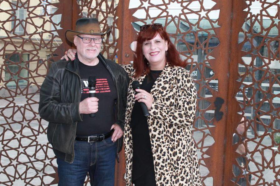 Karaokefinaalin järjestäjä Pentti Ollikainen ja juontaja Heidi Paganini arvioivat, että lauantaina Rotuaarilla esiintyy karaokelaulajien koko kirjo.