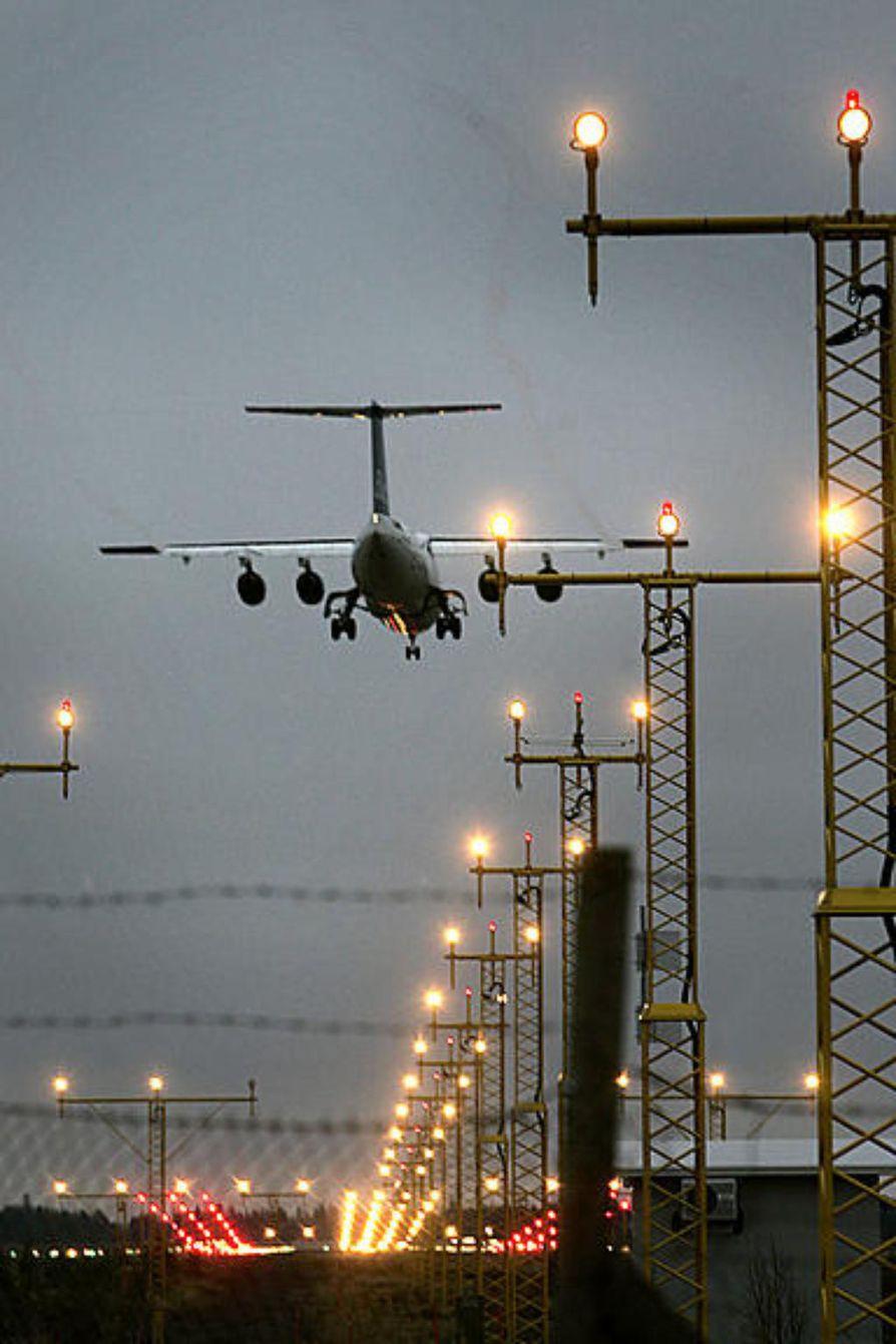 Kittilän lentokentälle liikennöi pian sotilaskone täynnä siviilimatkustajia.