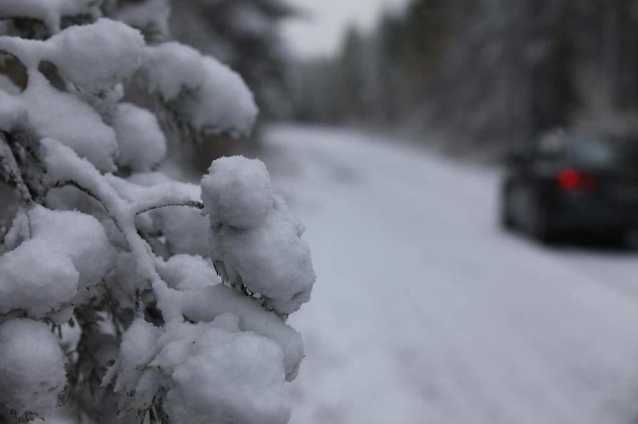 Yön aikana ajokeli voi muuttua huonoksi lumi- ja räntäsateen vuoksi.