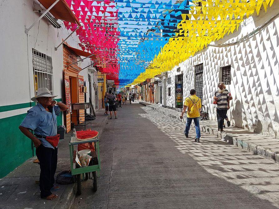 Vanhan Cartagenan kaduilla kävellessä pääsee nauttimaan väri-ilottelusta ja siirtomaa-ajan estetiikasta.