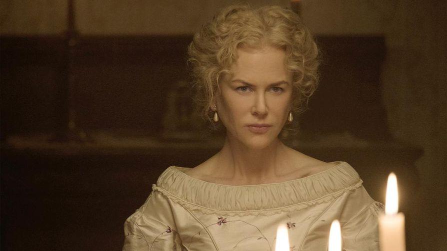 Lumotut-draamassa sisäoppilaitoksen naiset tarjoavat johtajansa (Nicole Kidmanin) tuella Yhdysvaltain sisällissodassa loukkaantuneelle sotilaalle turvapaikan. Siitä seuraa seksuaalisia jännitteitä ja mustasukkaisuutta.