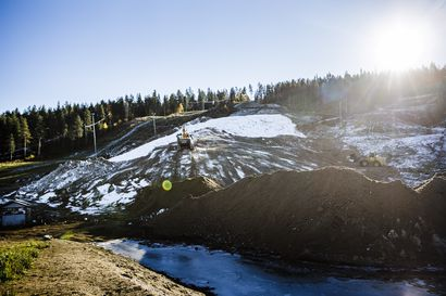 Ei sittenkään hiihtämään: Ounasvaaran ensilumenlatu ei valmistu syyslomaviikolle – on liian lämmintä