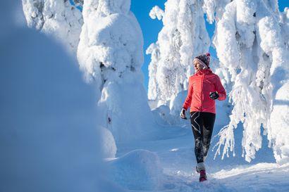 Näillä Liisa Ronkaisen vinkeillä aloitat talvijuoksuharrastuksen - Videolla Ronkainen haastaa itsensä Valtavaaran upeissa tykkylumimaisemissa