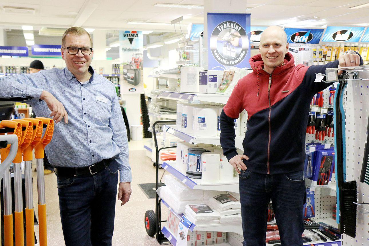 Vaatteiden ja kenkien tarjonta kuihtuu Sodankylässä – Verkkokaupat ja pitkät tilausajat kurittavat paikallista vaatekauppaa