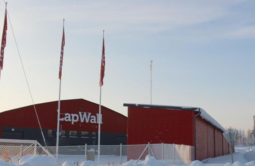 Teollisuusliitto asettu LapWallin yrityksen saartoon keskiviikkona.