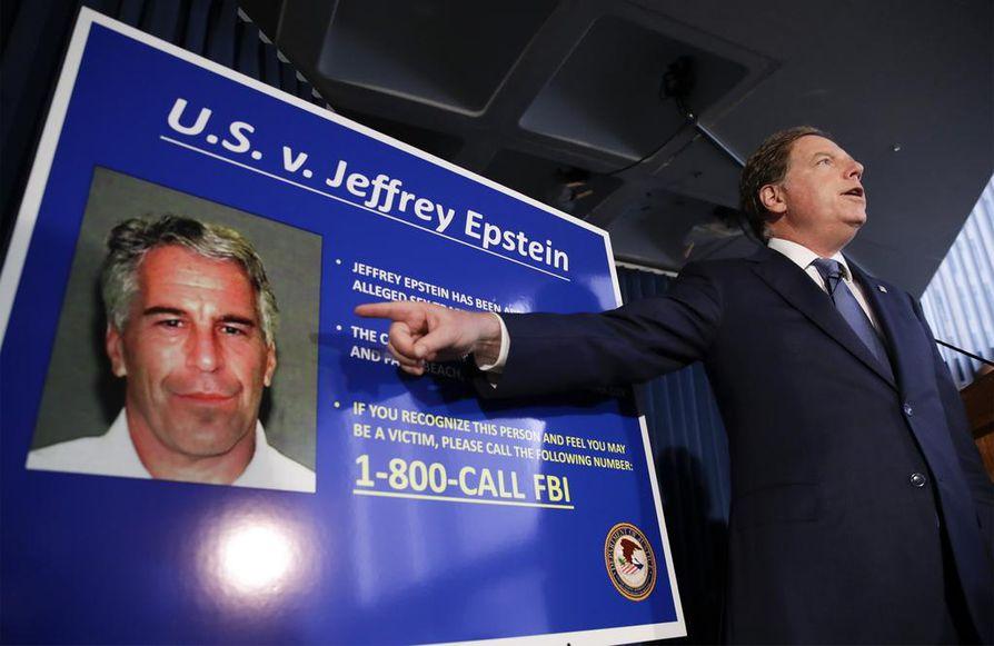 Miljardööri Jeffrey Epsteiniä syytettiin kymmenien alaikäisten hyväksikäytöstä ja parittamisesta.
