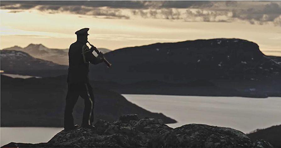 Lapin sotilassoittokunnan Youtubessa julkaisema musiikkivideo Lapland Imagery vie katsojansa pohjoisen myyttisiin, jylhiin tunturimaisemiin.