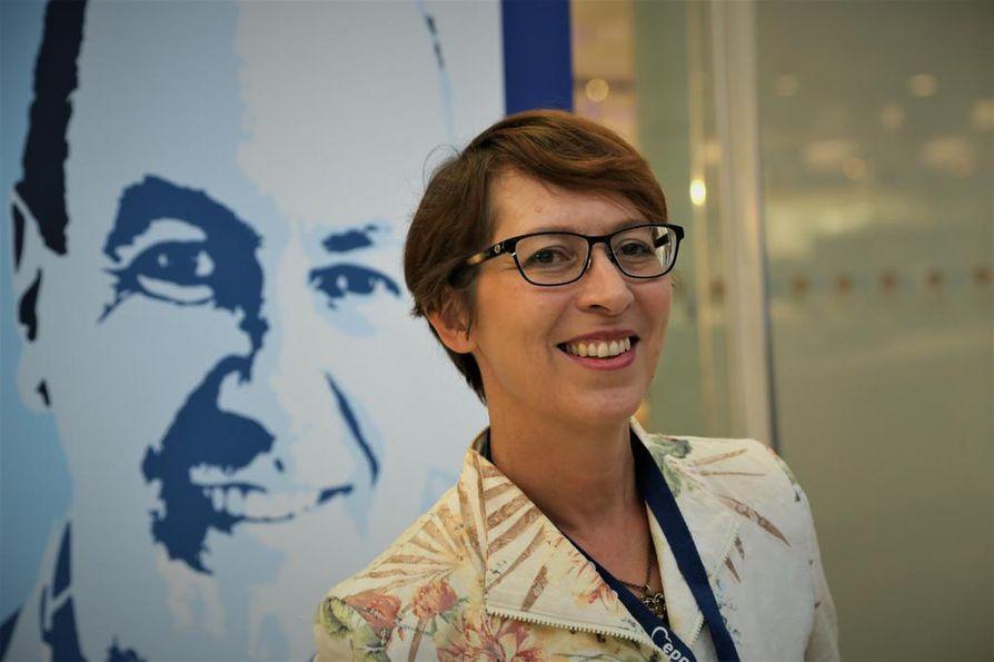 Kristillisdemokraattien puheenjohtaja Sari Essayah oli huolissaan siitä, että käynnissä olevissa hallitusneuvotteluissa tehdään Suomen talouden kannalta huonoja ratkaisuja. Arkistokuva.