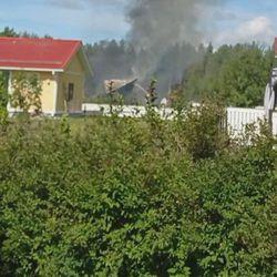 Autokatos paloi maantasalle tyrnävällä