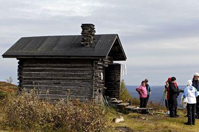 Pallas-Yllästunturin kansallispuiston reittejä ja opasteita kunnostetaan – työllä suojellaan luontoa vilkkaimpien reittien levenemisongelmalta
