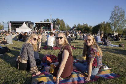 Oulua hellitään viikonloppuna monenlaisilla tapahtumilla: Elojazz, Varjo-festivaali, Pride, Varjo-piknik–juhliminen onnistuu koronaturvallisesti mutta poliisin perjantai oli vilkas